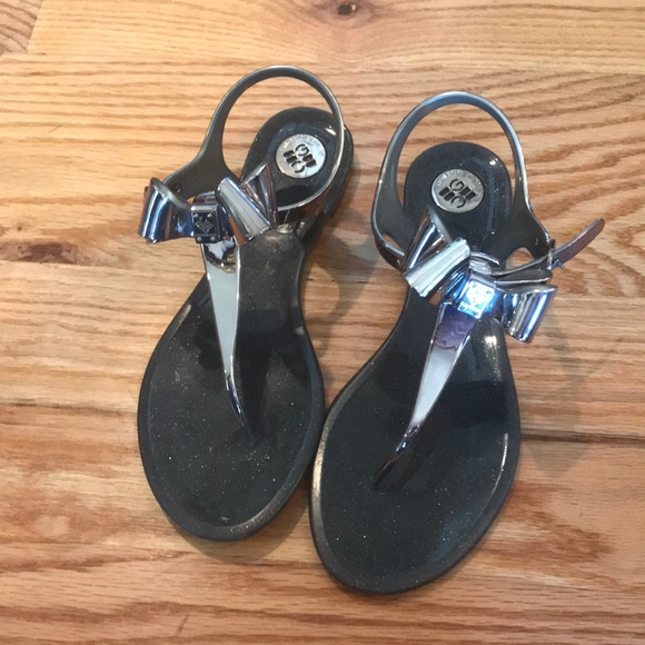 cda3928865a6 BCBG Generation Bow Sandals